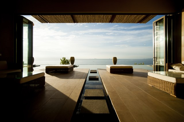 TOP 7 OPEN-AIR ROOFTOP HOTEL LOBBIES | CURIOUS? Access hotellobbies.net and find inspirations of best furniture design for hotel lobby decor project ! Luxury and still modern furniture.