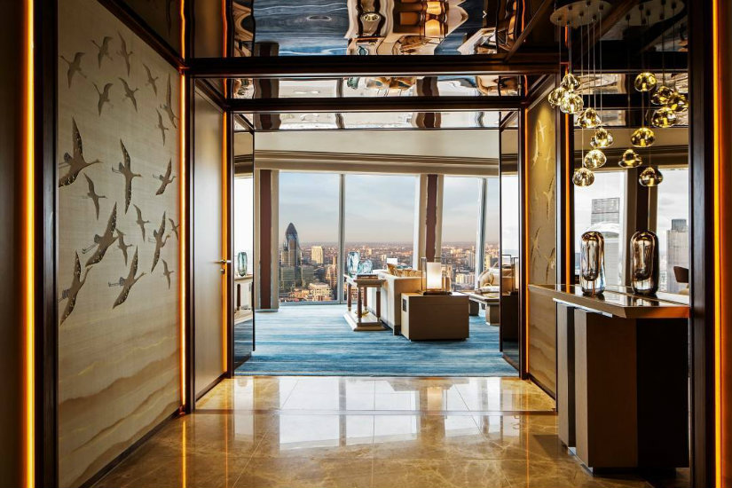 Best London hotels - Shangri La hotel decor
